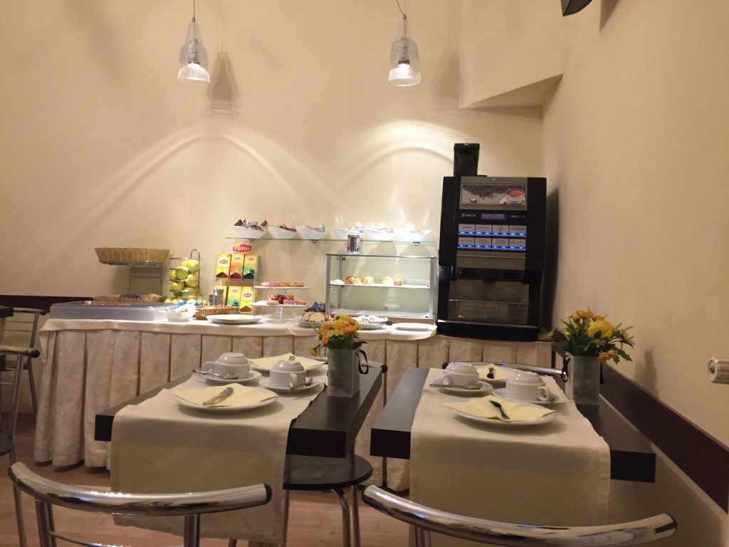 angela_01_trieste_albergo_nuovo_breakfast