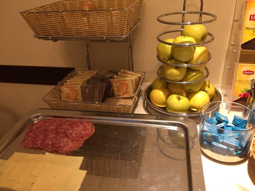 angela_04_trieste_albergo_nuovo_breakfast